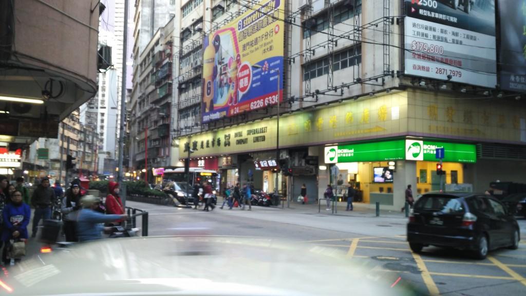 这间看来是旗舰店,很大一间连电器都有卖......