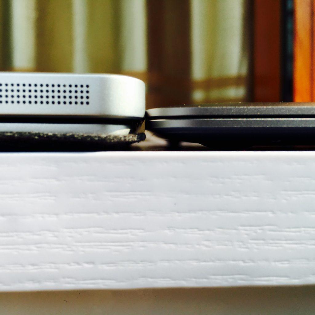 MacBook 12与HP Elite x2 1012 G1厚度对比