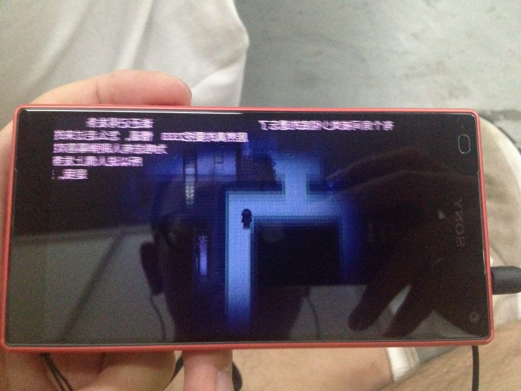 Z5 Compact看边框处甚至有种2.5D玻璃的感觉