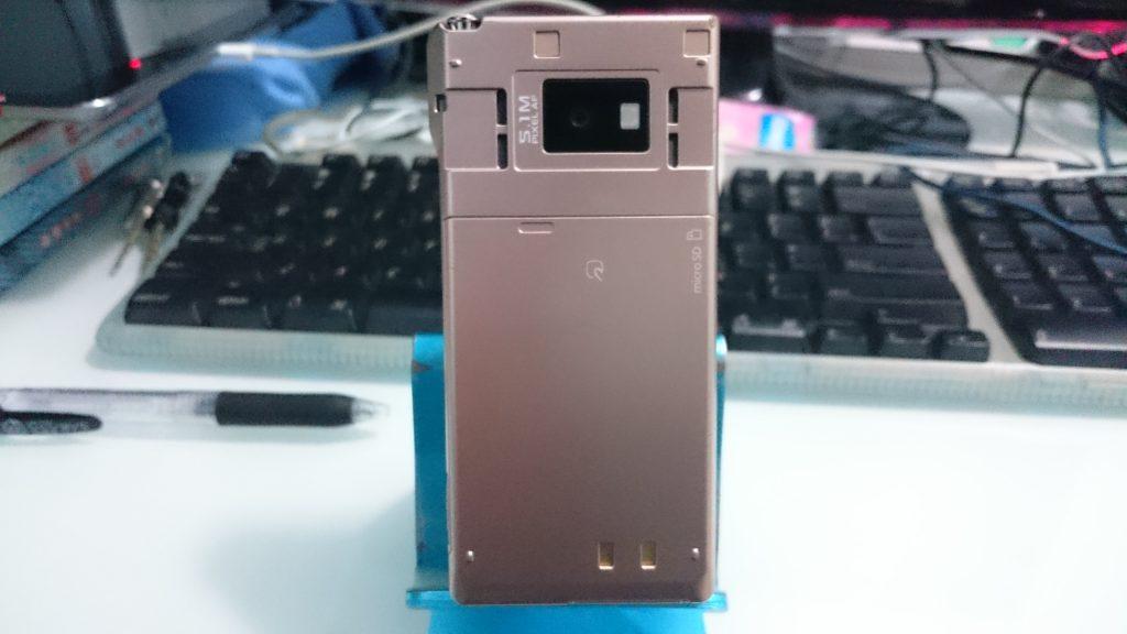 07年的日本手机,几乎所有独家功能(手机电视,移动支付,红外线通信)都一一装备了,顺带一提这货有双喇叭.相机为510万像素