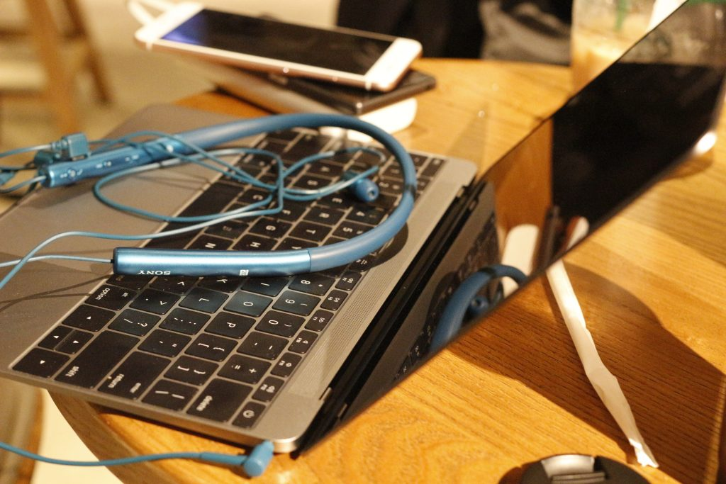 MacBook和星巴克更配