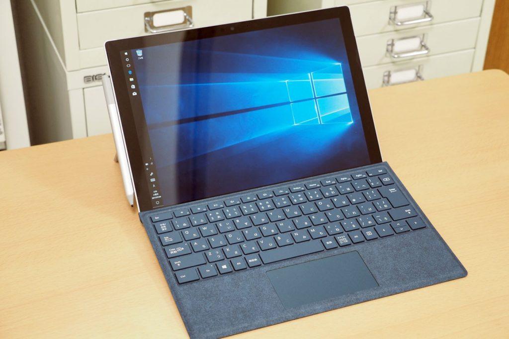 Surface Pro笔记本形态。可以和非触摸屏的笔记本一样使用,但搭配触摸操作更为舒适
