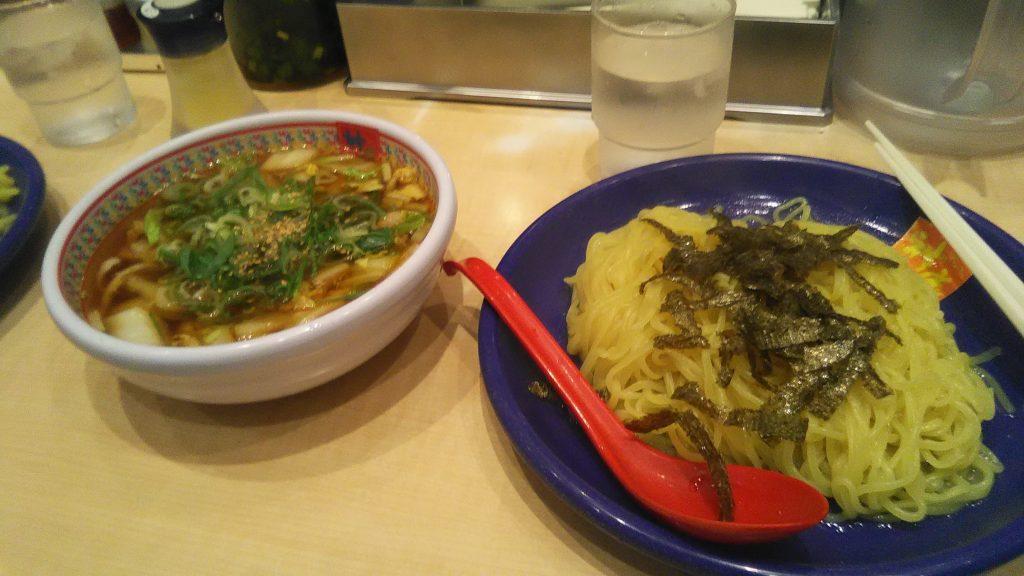 这天在涉谷拍的唯一一张照片:在一家拉面店的午餐(热汤冷面,还挺好吃的)