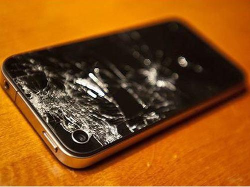 iPhone 4后盖碎裂