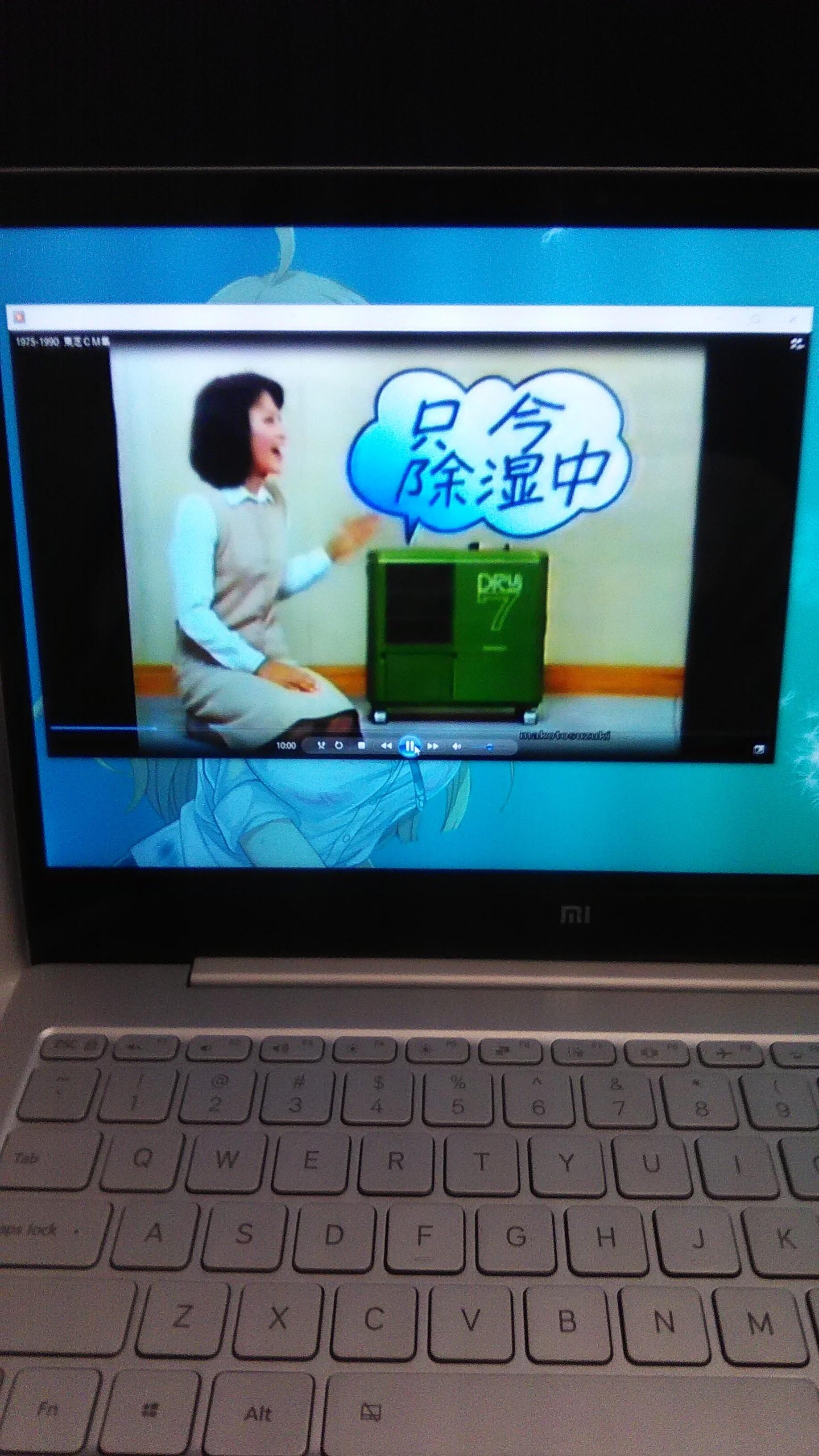 我默默拿起我的笔记本,开了在出发前下载的日本老广告...