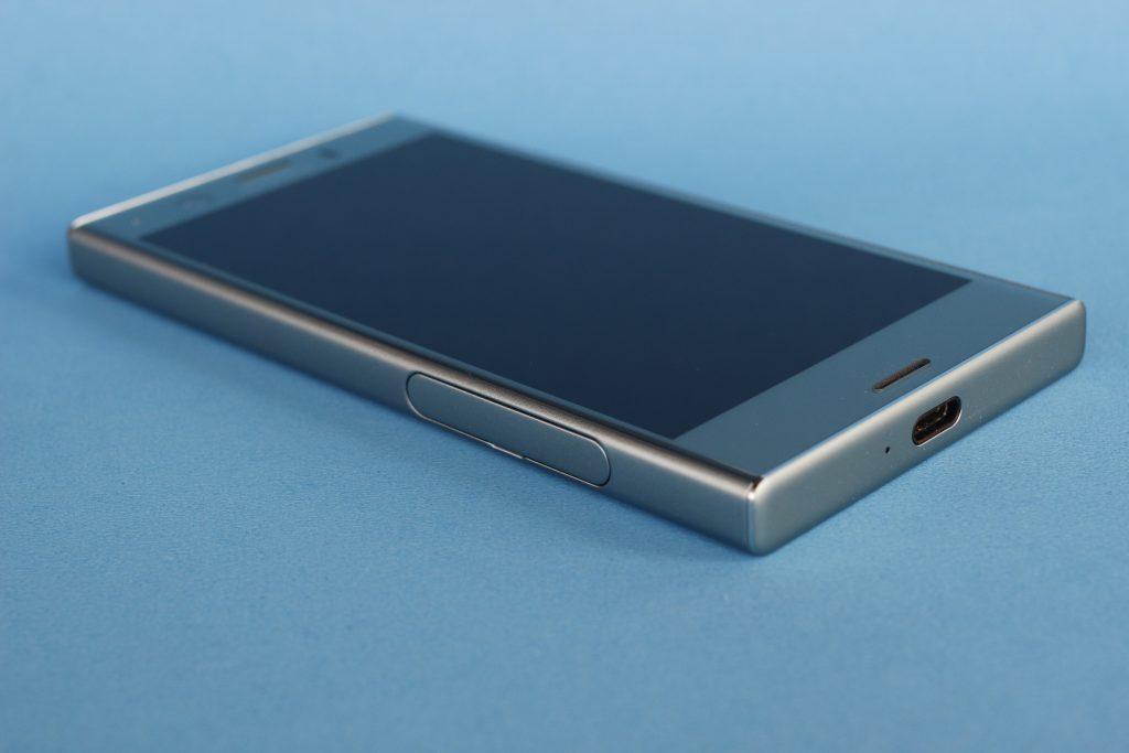 Xperia XZ1 Compact上下端金属与边框衔接