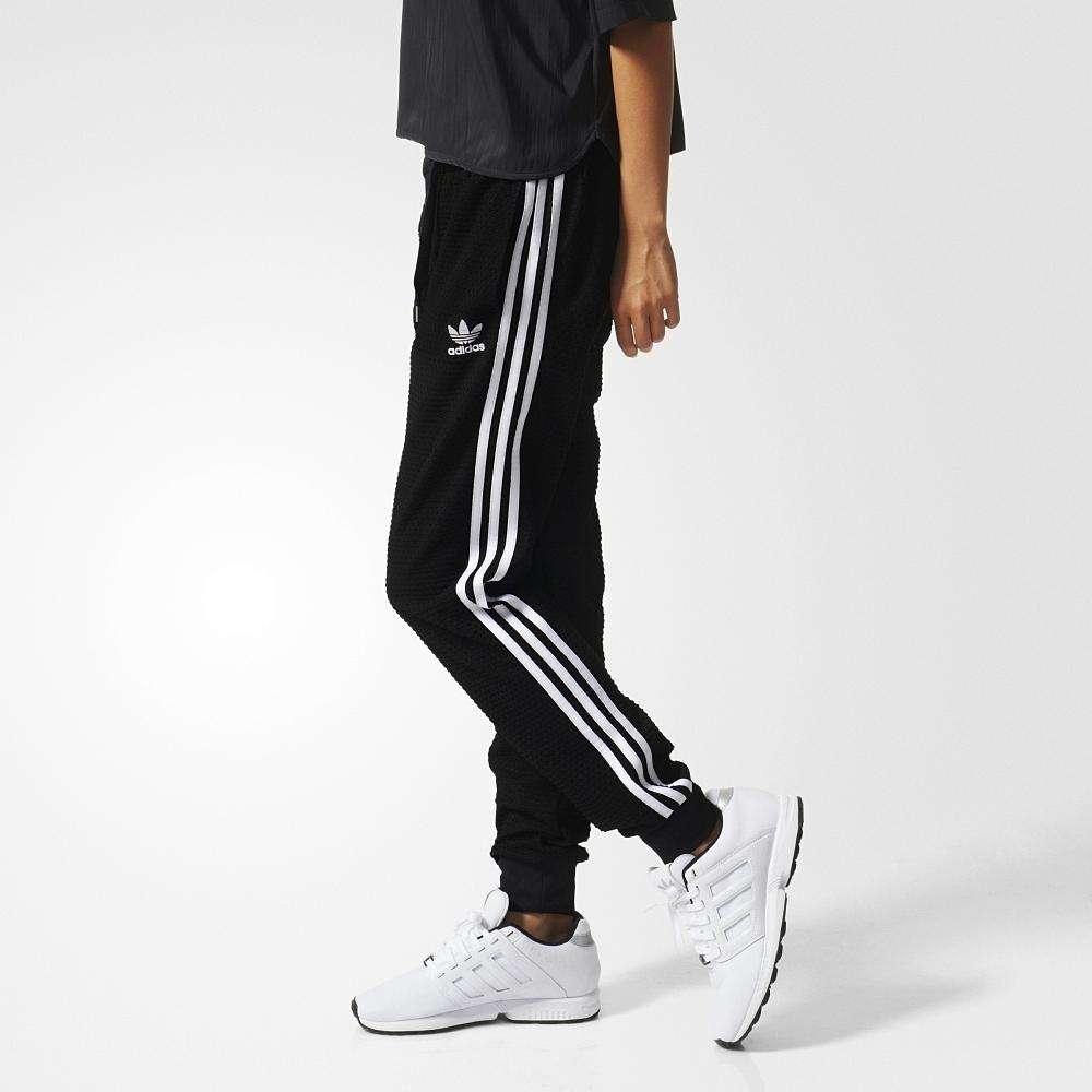 运动裤侧面缝线装饰