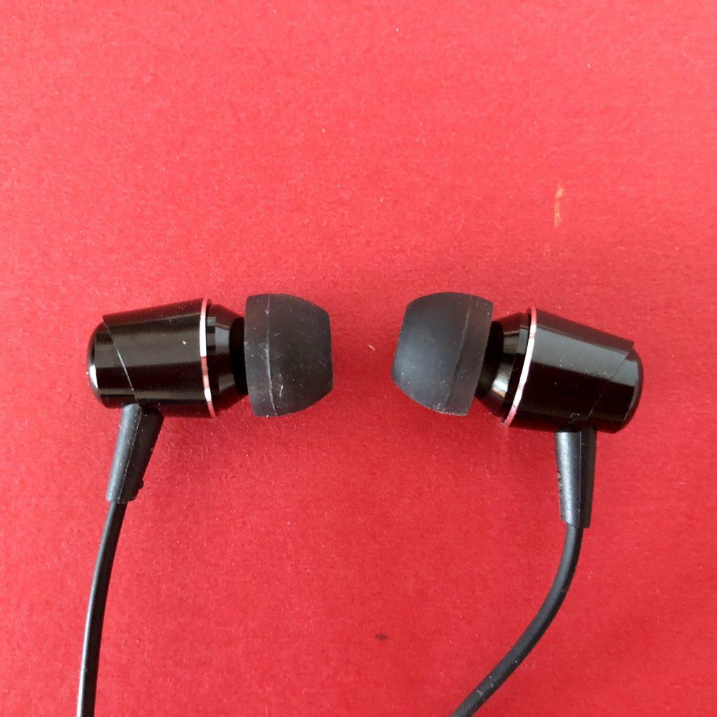 Nokia 7 Plus赠送的线控耳机
