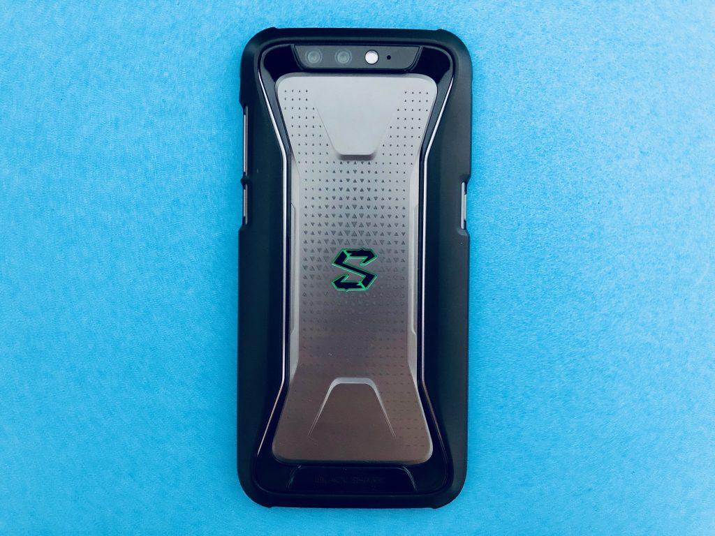 黑鲨手机戴上保护壳形态