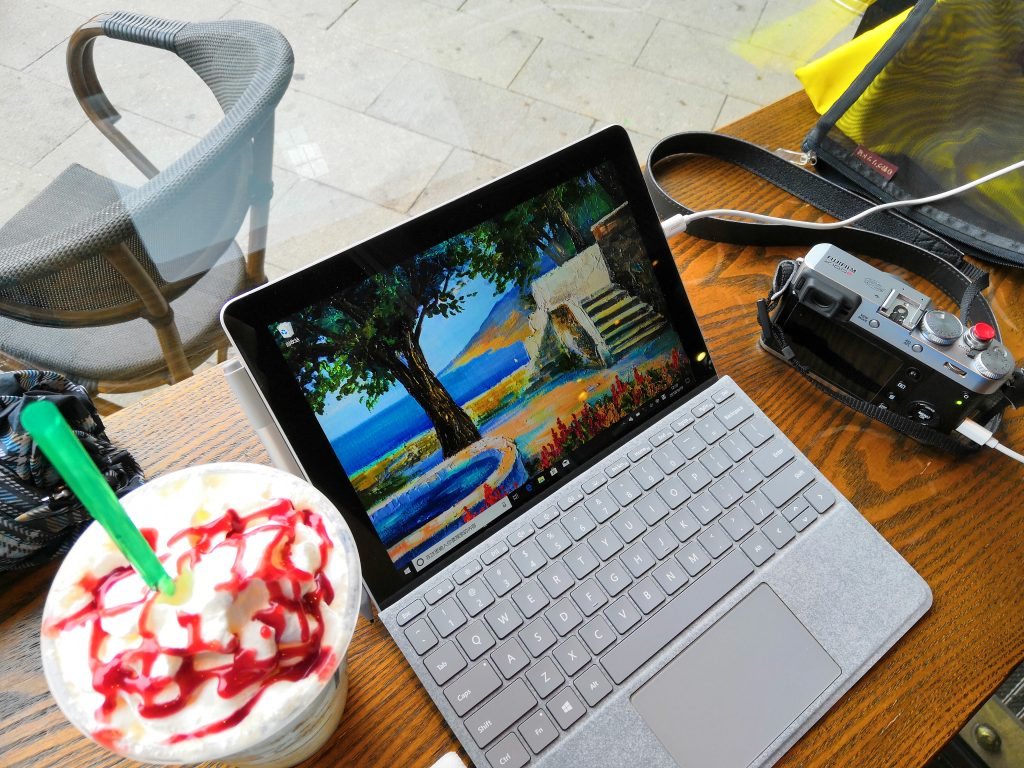 Surface Go在星巴克
