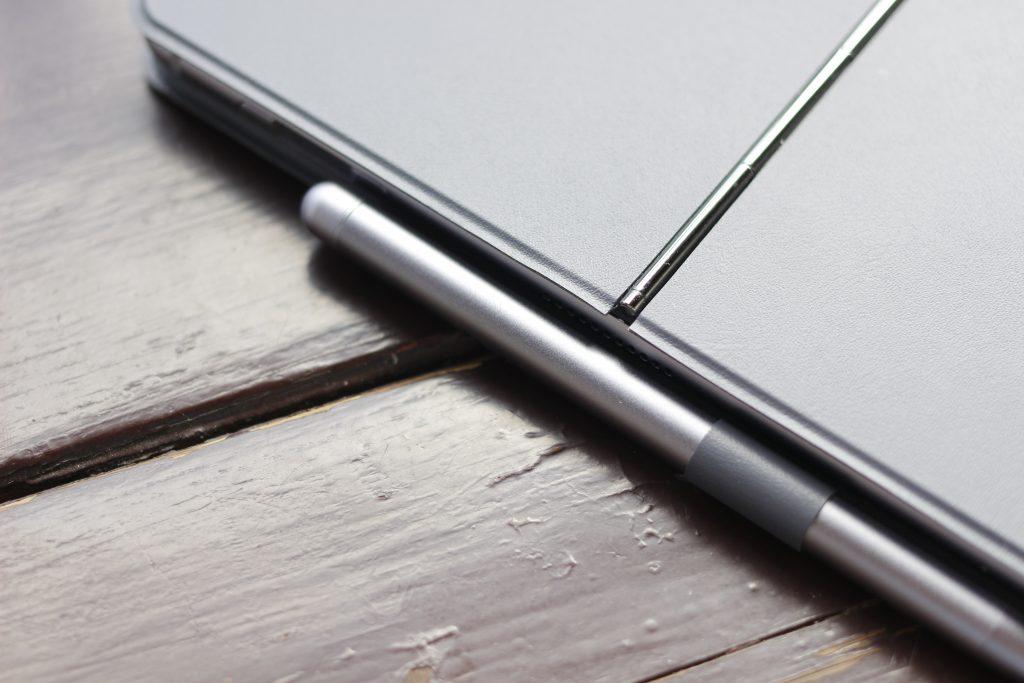 2019版MateBook E手写笔收纳方式